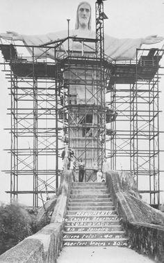 Christ the Redeemer under construction. Rio de Janeiro, Brazil (designed by Heitor da Silva Costa, sculpted by Paul Landowski, 1926-1931)
