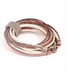 Pimps  Pearls handgemaakte leren armband model Moesss Pure in roze-naturel. Moesss kan zowel als armband, ketting, heupriempje en als laarssieraad gedragen worden - NummerZestien.eu