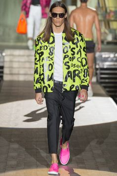 See all the Collection photos from Spring/Summer 2015 Menswear now on British Vogue Ss15 Fashion, Pop Art Fashion, Milan Fashion Weeks, Spring Fashion, Fashion Show, Mens Fashion, Fashion Design, High Fashion, Vogue Paris