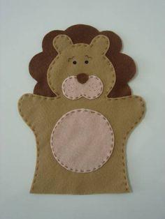 Fantoche infantil de leão feito em feltro.  **Serve apenas na mão de criança** **Medida do leão: 16cm (L) X 19,5cm (A)** R$ 7,00