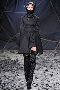 Gareth Pugh Fall 2012 Ready-to-Wear Collection Photos - Vogue