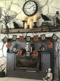 90 Halloween Mantel Decorating Ideas that will spruce up your Fireplace setting - Hike n Dip Need ideas to decorate your Halloween Mantel? Here are best Halloween Mantel Decorating Ideas that will give your Halloweeen decoration a new dimension. Vintage Halloween Decorations, Halloween Home Decor, Halloween Kostüm, Holidays Halloween, Spooky Decor, Spooky Spooky, Halloween Labels, Halloween Pumpkins, Halloween Makeup