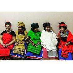 Xhosa ladies in their traditional dresses. South African Traditional Clothing, Traditional Outfits, African Wear Dresses, African Attire, Xhosa Attire, African Design, African Style, African Inspired Fashion, African Hairstyles