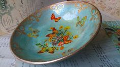 An old, tattered bowl was given a new, vibrant decor using mica powders and some paper napkin decoupage. Oh, there are some structure paste reliefs as well :) Best Picture For DIY Wreath welcome For Y Napkin Decoupage, Decoupage Art, Decoupage Furniture, Decoupage Ideas, Decoupage Vintage, Refurbished Furniture, Mesh Wreath Tutorial, Diy Wreath, Diy And Crafts