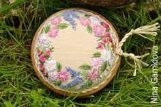 Игольница на деревянной основе. Needle And Thread, Pin Cushions, Cross Stitch Embroidery, Decorative Plates, Blog, Inspiration, Fragrance, Rose, Flowers