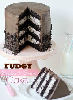 """Fudgy Cookies and Cream Cake!!    Trop bon et se prepare a l avance. Sera desormais dans mes""""classiques""""!"""