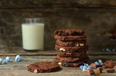 najlepsze ciasteczka czekoladowe Glass Of Milk, Sweet Tooth, Cookies, Chocolate, Cake, Food, Crack Crackers, Biscuits, Kuchen