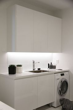 """Acquire fantastic ideas on """"laundry room storage diy"""". They are accessible for you on our web site. Laundry Nook, Small Laundry Rooms, Laundry Room Storage, Laundry In Bathroom, Modern Interior Design, Interior Design Living Room, Minimalist Small Bathrooms, Modern Minimalist, Diy Home Decor For Apartments"""