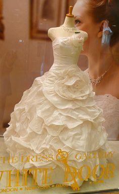 Wedding dress shop in Ginza Tokyo. Wedding Dress Shopping, Wedding Dresses, Wedding Pins, One Shoulder Wedding Dress, Fashion, Bride Dresses, Moda, Bridal Gowns, Fashion Styles