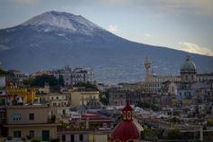 Napoli ...e sul Vesuvio c'è la neve
