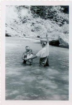 Amazing Photos of River Baptisms Old Pictures, Old Photos, Vintage Photos, Antique Photos, Appalachian People, Appalachian Mountains, West Virginia History, Old Time Religion, We Are The World