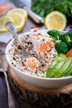 Is raw food diet healthy? What do raw fooders eat, what is raw food diet plan. Feel vibrant and healthy by eating a raw food diet for weight loss. Low Carb Diets, Leaky Gut, Bol Buddha, Raw Food Diet Plan, Snacks Sains, Raw Food Recipes, Healthy Recipes, Healthy Salads, Clean Eating Snacks