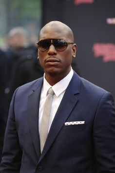 new product fc8b7 24e4b Tyrese Gibson nice suite with the shades Good Looking Men, Ray Ban  Sunglasses, Man