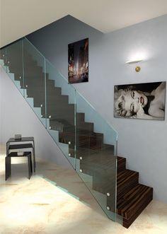#Escalier - Suspendu, marches et contre-marches en bois, garde-corps en verre. Découvrez les réalisations d'escaliers de L'Échelle Européenne sur www.escaliers-echelle-europeenne.com