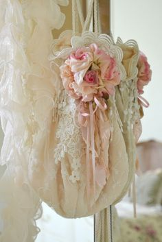 Shabby Chic, Flea Markets, Cooking, Spending Romantic Time with My Hubby, Re-purposing. Shabby Style, Estilo Shabby Chic, Shabby Chic Pink, Vintage Shabby Chic, Vintage Lace, Bedroom Vintage, Vintage Country, Belle Epoque, Decoration Shabby