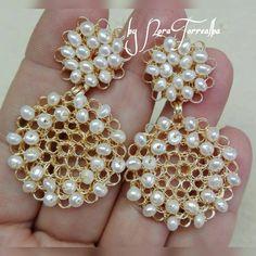 ARETED #minimalista Wire Earrings, Wire Jewelry, Earrings Handmade, Beaded Jewelry, Jewelery, Handmade Jewelry, Crochet Accessories, Jewelry Accessories, Lace Art