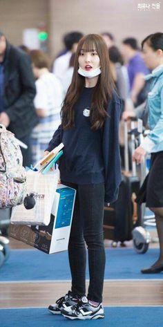 รูปภาพ yuju, umji, and sowon Kpop Outfits, Cute Outfits, Airport Style, Airport Fashion, Gfriend Yuju, Korean Celebrities, New Look, Korean Fashion, Girlfriends