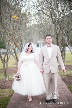 This bride and groom's vintage-inspired look paired with the ethereal backdrop is to-die-for!