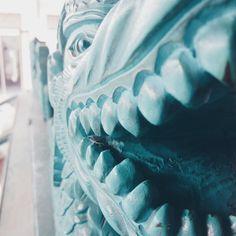 a little dragon statue in the Kraton.