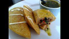 Empanadas de Plátano Verde - YouTube Kitchen Recipes, Cooking Recipes, Puerto Rico Food, Colombian Food, Spanish Dishes, Comida Latina, Latin Food, Food Festival, Salads