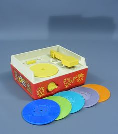 A lovely rare vintage fisher price record player  Model no 995  Collectable early wind up version complete and in fully working condition  Complete with full set of all five records