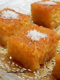 Completement différente de la recette Egyptienne ici sur mon blog, mais toute aussi délicieuse je vous propose aujourd'hui la recette des Basboussa Libanaise au yaourt et à la noix de coco Une délicieuse pâtisserie Orientales fondante et sucrée comme...