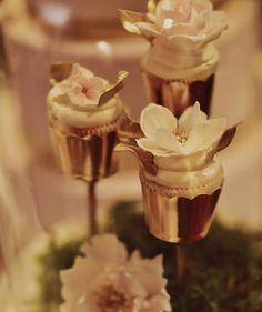 cool Vancouver wedding How could something so beautiful be edible? These gold covered cupcakes from @annaelizabethcakes are one of a kind! #cremeshow #cakes #pastries #weddingcake photography: @tamizphoto by @countdownevents  #vancouverwedding #vancouverweddingcake #vancouverwedding