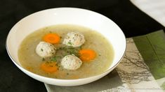 Hendl-Einmachsuppe mit Bröselknödel Austrian Recipes, Cheeseburger Chowder, Soup Recipes, Eggs, Breakfast, Food, Html, Soups And Stews, Canning
