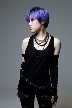 visual kei girl LOVE the hair! Visual Kei, Lolita Goth, Gothic Lolita Fashion, Fashion Goth, Harajuku Mode, Harajuku Fashion, Punk Girls, Gothic Girls, Alternative Mode