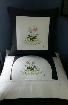 brazilian embroidery for beginners Rose Embroidery, Embroidery Patterns, Casting On Stitches, Flowers Today, Brazilian Embroidery, Embroidery For Beginners, Flower Fashion, Cushion Covers, Bed Pillows