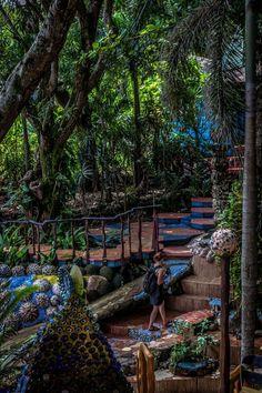 I've been to this CrAzY Treehouse BAR! Jade Seahorse Treetanic Bar, Utila, Honduras ✯ ωнιмѕу ѕαη∂у Utila, Honduras Diving, Honduras Travel, Honduras Food, Barbados, Jamaica, Costa Rica, Tegucigalpa, Roatan