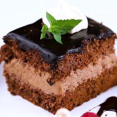 Gotowe ciasto możesz udekorować owocami lub mini bezikami ❤️ Nutella, Sweets, Food, Cakes, Gummi Candy, Cake Makers, Candy, Essen, Kuchen
