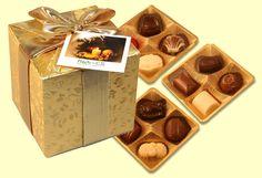 Bonboniéra obsahuje směs prvotřídních pralinek od značkového belgického výrobce /12ks pralinek/. Bonboniéru opatříme firemní visačkou. Rozměr: 90x90x90 mm. Váha čokolády 150 g.  Bonboniéra patří mezi dobré nápady na dárky jako tip na celoroční firemní reklamní předmět.