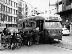 Terminada la Guerra Civil, varias compañías de transporte estaban cerca de revertir al municipio. La situación económica presentaba un ... Ibiza, Public Transport, Transportation, Street View, Google, War, Antigua, Walks, Black And White
