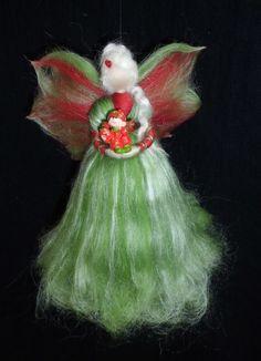 Fensterschmuck - Erdbeer-Fee aus Märchenwolle - ein Designerstück von sommerli bei DaWanda