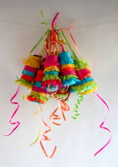 A DIY pinata brings life to a party, especially an outdoor party! Here's how to make a paper mache pinata yourself (or with the kids). Many pinata tutorials Diy Party, Party Favors, Party Ideas, Fun Ideas, Craft Ideas, Diy Piñata, Easy Diy, Ideas Paso A Paso, Mexican Crafts