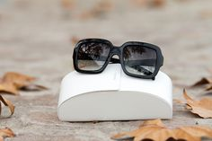Gafas de sol Prada de montura cuadrada de estilo retro femenino