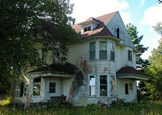 Abandoned Farm Houses, Old Abandoned Buildings, Abandoned Property, Old Farm Houses, Old Buildings, Abandoned Places, Old Mansions, Abandoned Mansions, Haunted Places