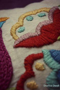 Almohadones bordados a mano. Diseños propios. Facebook: Diwali