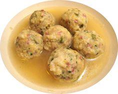 """CANEDERLI tipici del Trentino e Alto Adige, sono grossi gnocchi composti da cubetti di pane raffermo, latte e uova, (una variante prevede polenta di grano saraceno al posto del pane), insaporiti con speck (o pancetta) oppure formaggio e prezzemolo. Vengono modellate delle """"palle"""" di circa 4–6 cm di diametro servite poi con il brodo di cottura o anche """"asciutti"""", con il burro fuso. #FoodPassion #Gourmet #Foodie #FoodBlogger#CarnevaliLuigi https://www.facebook.com/IlBuongustaioCurioso/"""