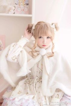 Lolita Girl / Cute Dress / Headband / Kawaii Japanese Fashion Photography / Cosplay  // ♥ More at: https://www.pinterest.com/lDarkWonderland/