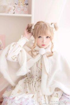 Lolita Girl / Cute Dress / Headband / Kawaii Japanese Fashion Photography / Cosplay // ♥ More at: https://www.pinterest.com/lDarkWonderland/