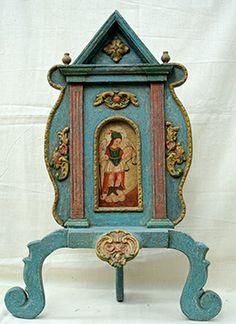 """Atril con retablo """"San Miguel arcángel""""  Colonial venezolano. Edo.Lara.Finales de siglo XVIII. Policromado. Med: Atril: 70 x 48 x 27 cms.Retablo: 21 x 10 cms."""