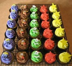 Amazing Wiggly cupcakes! #thewiggles #wigglyparty #wigglescake #wigglesparty Wiggles Birthday, Wiggles Party, 2nd Birthday, Birthday Ideas, Birthday Parties, Wiggles Cake, The Wiggles, Brownie Cake, Brownies