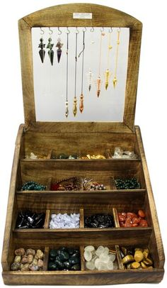 Pendelständer Idee - The Journey - Deneme 1 Vendor Displays, Market Displays, Crystals And Gemstones, Stones And Crystals, Wood Display, Display Ideas, Display Stands, Booth Ideas, Pendulum Board