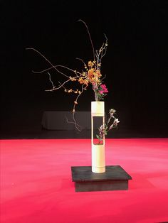 Ikebana Flower Arrangement, Floral Arrangements, Bamboo Containers, Bamboo Crafts, Feng Shui, Bonsai, Projects To Try, Bouquet, Japanese