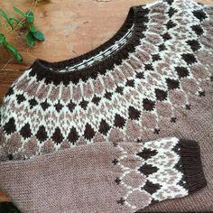 Knitting Designs, Knitting Projects, Knitting Patterns, Icelandic Sweaters, Nordic Sweater, Fair Isle Knitting, Handicraft, Mittens, Crochet Necklace