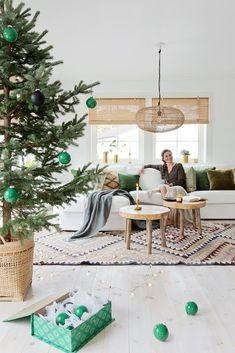 En hytte utenom det vanlige – Rom123 Christmas World, Magical Christmas, Xmas Colors, Scandinavian Cottage, White Farmhouse Kitchens, Norwegian Christmas, Interior Design Inspiration, Design Interior, Interior Styling