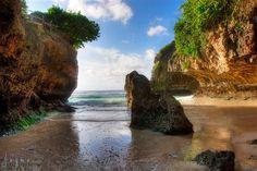 Uluwatu Beach in Bali, Indonesia. www.jayme.me