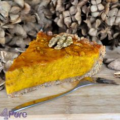 Honey pumpkin pie, with a bottom of spelt meal. A fall recipe.